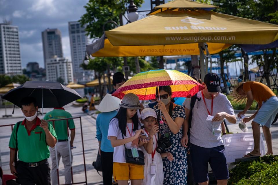 Hundreds jam airport as evacuations from Vietnam's Danang begin