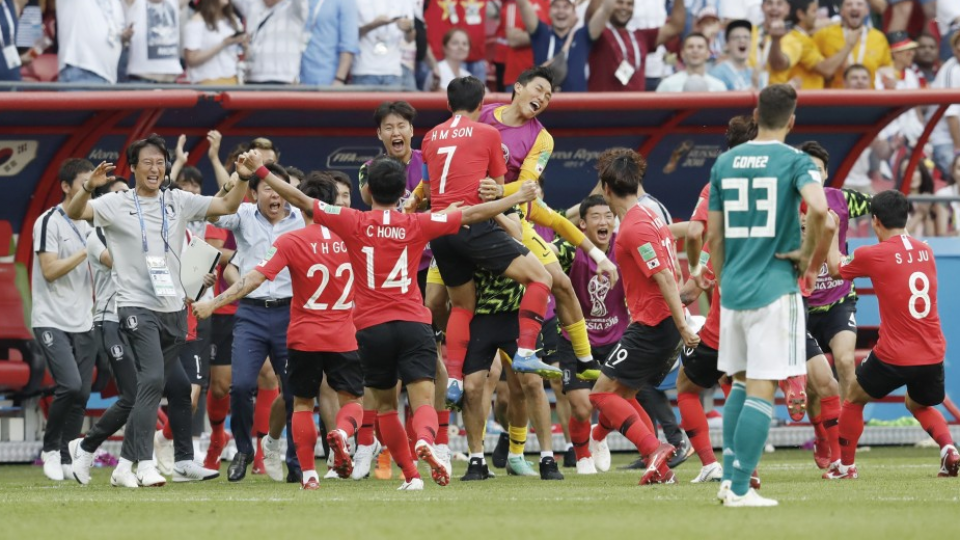 27436a6f798 Defending champions Germany crashed out of the World Cup on Wednesday after  losing 2-0 to South Korea