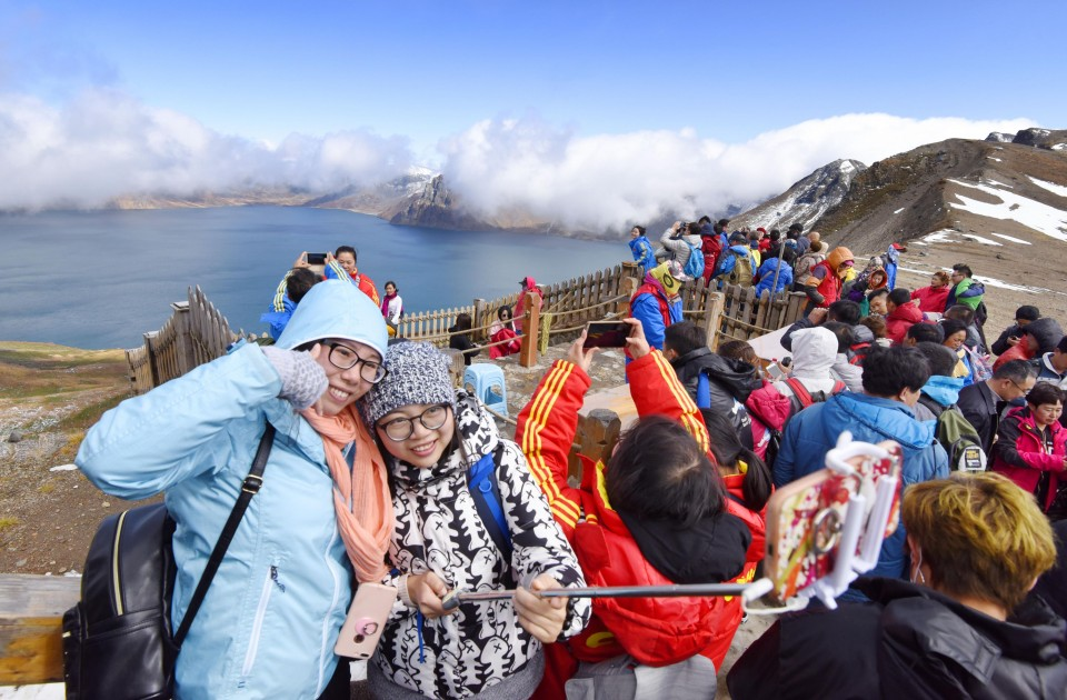 GALLERY: Chinese tourists flock to North Korean border