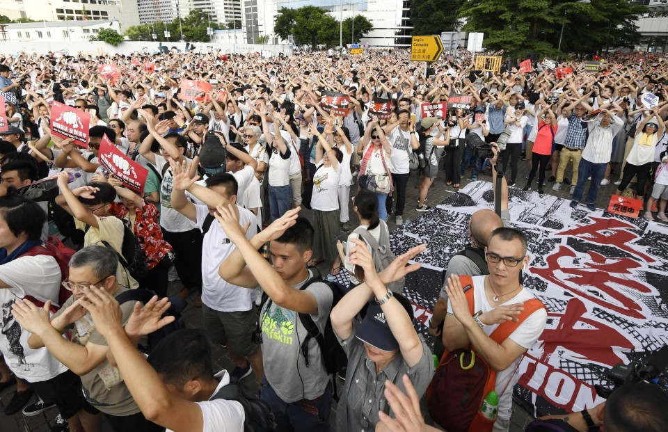 H K  chief indicates extradition bill will proceed despite protest