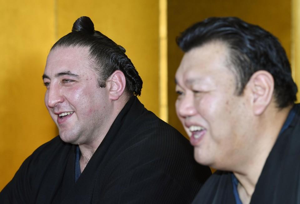 როგორ ერთობა ტოჩინოშინი იაპონელ სუმოისტთან ერთად ? ( ვიდეო )