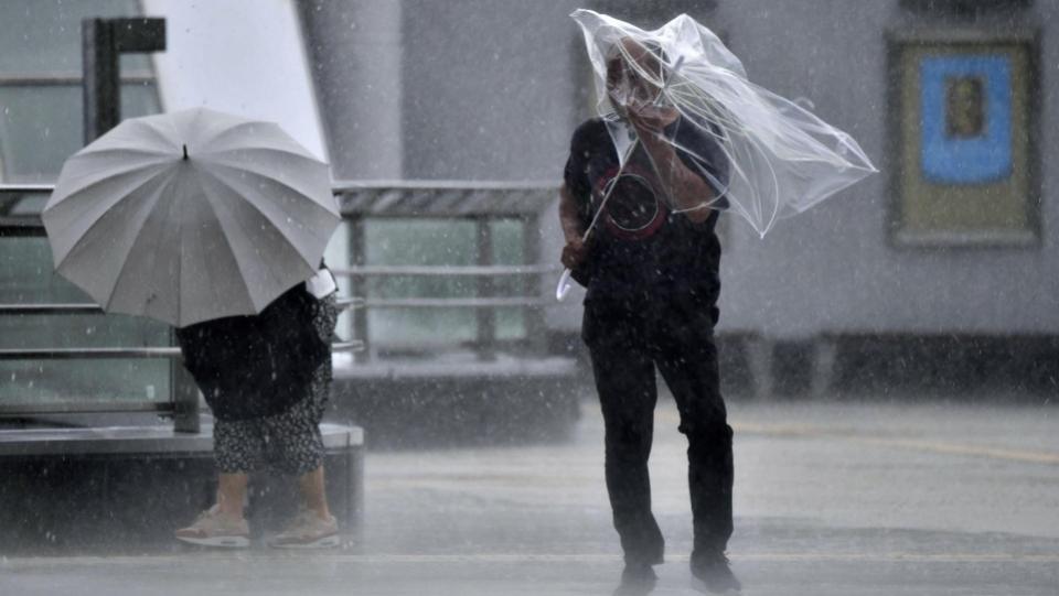 Powerful typhoon kills 3 in Tokyo area, strands thousands at Narita