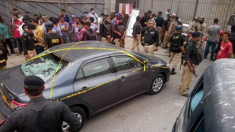 Gunmen kill 6 in attack on Pakistan Stock Exchange in Karachi