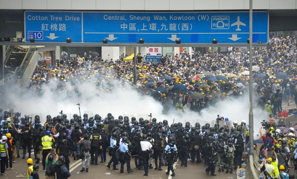 Extradition bill protestors