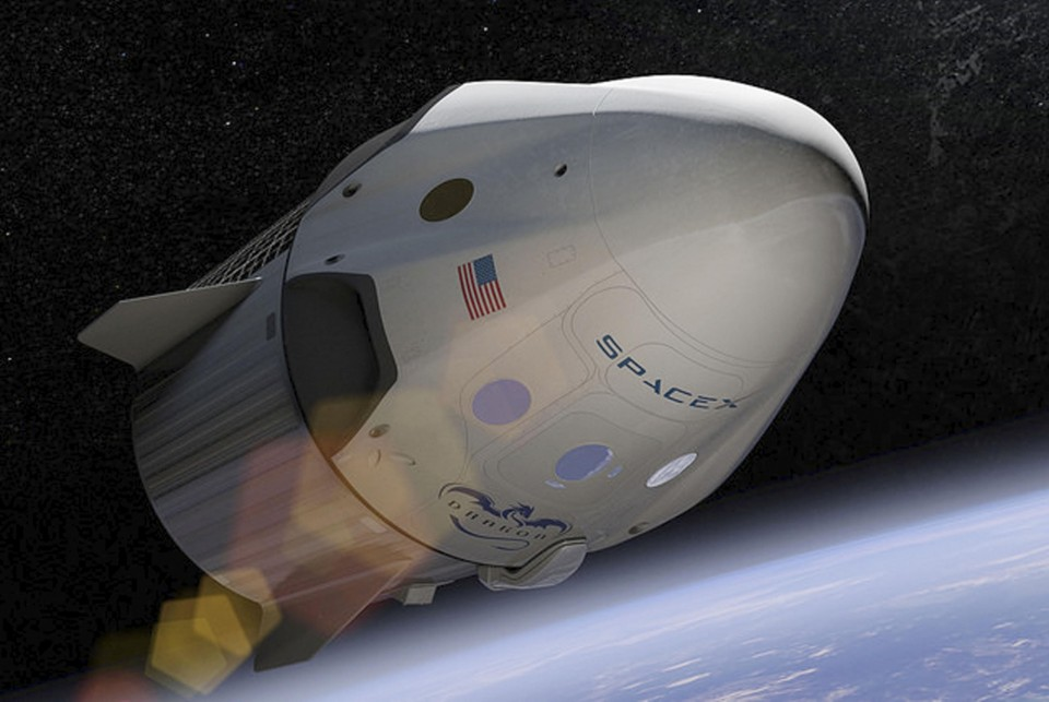 Manned Spacex Capsule Docks At Int L Space Station