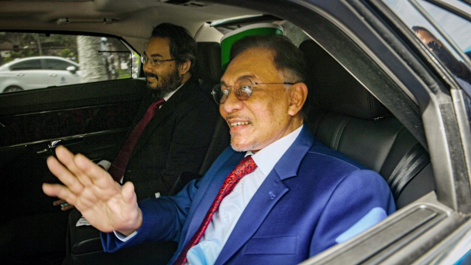 Malaysia's Anwar Ibrahim meets king in challenge for premiership