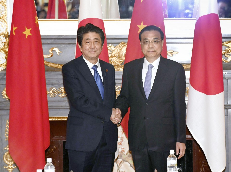 Abe, Li discuss N.Korea, bilateral ties