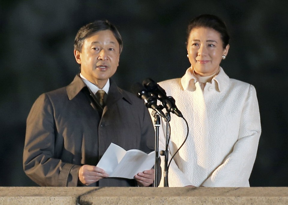 Tens of thousands celebrate Japan emperors enthronement