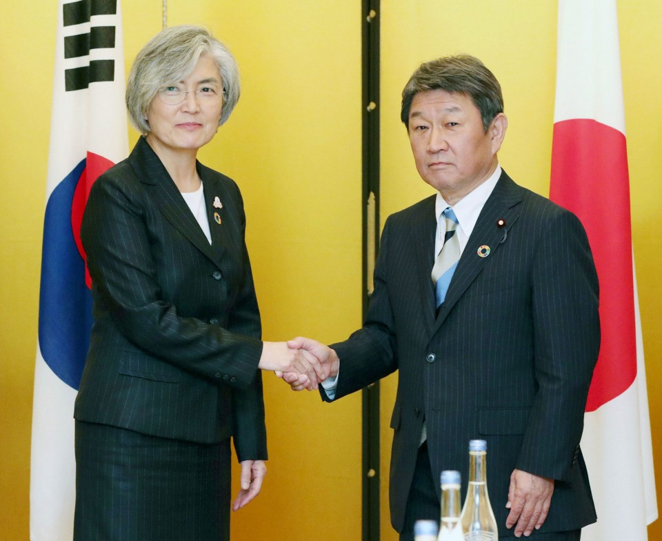 Japan, South Korea hold export talks, seek dispute solution