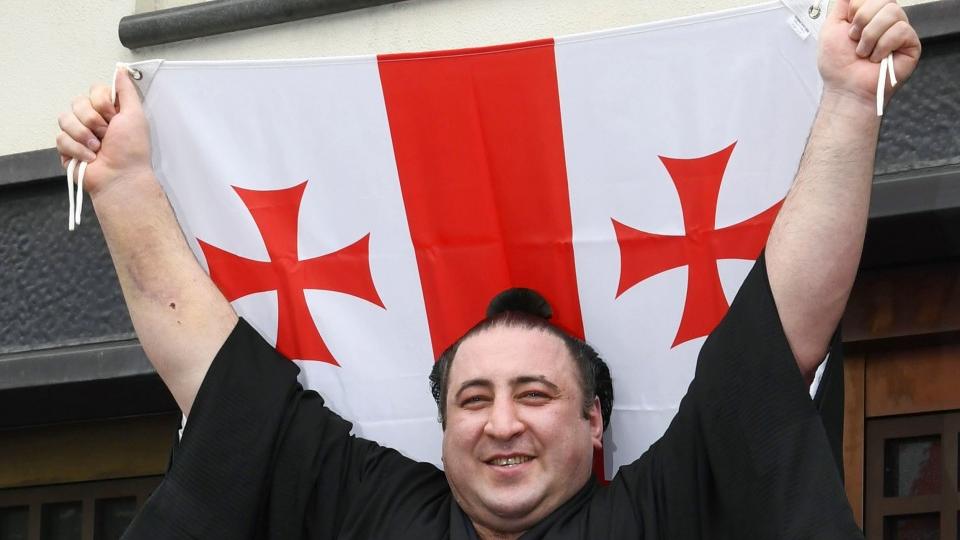 ტოჩი საქართველოში ჩამოდის !!! - ნახეთ როგორი მაისურებით დახვდებიან ლევან გორგაძეს ქართული სუმოს ქომაგები