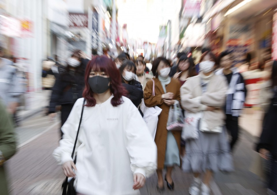 Tokyo asks people to stay home amid virus, many venture out