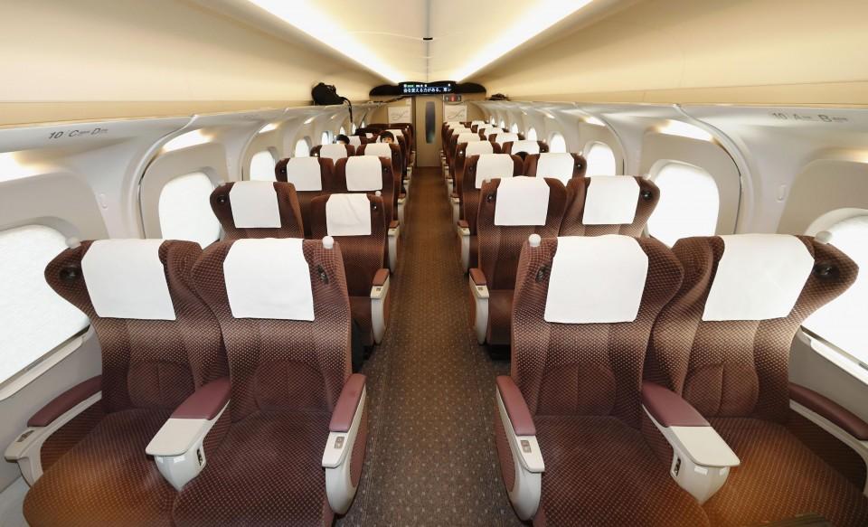 """Résultat de recherche d'images pour """"n700s shinkansen interior"""""""