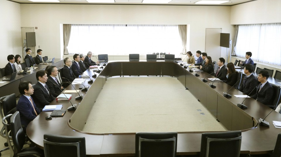 Korean officials hold talks on export controls