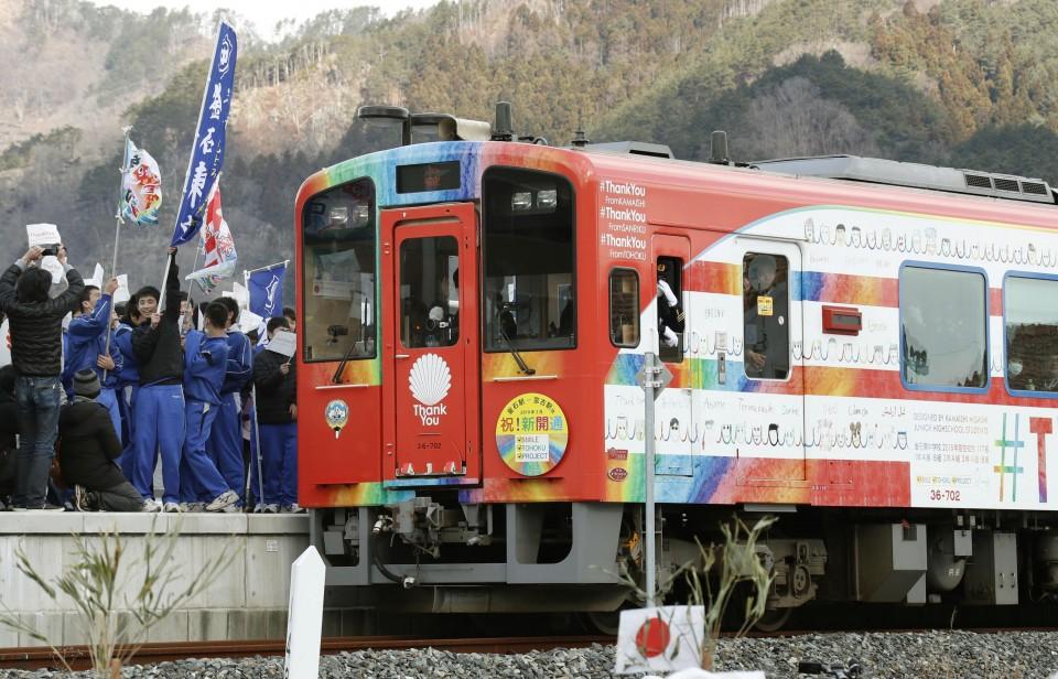 Tsunami-hit railway in northeast Japan resumes regular operation