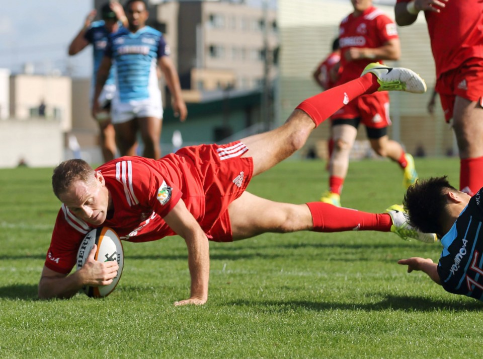 Rugby: Kobe Steel hammer Sanix to go top of conference