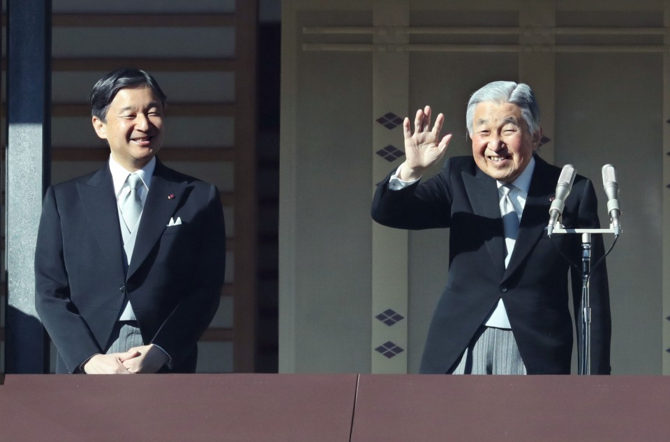 Japan emperor greets cheering crowd at palace