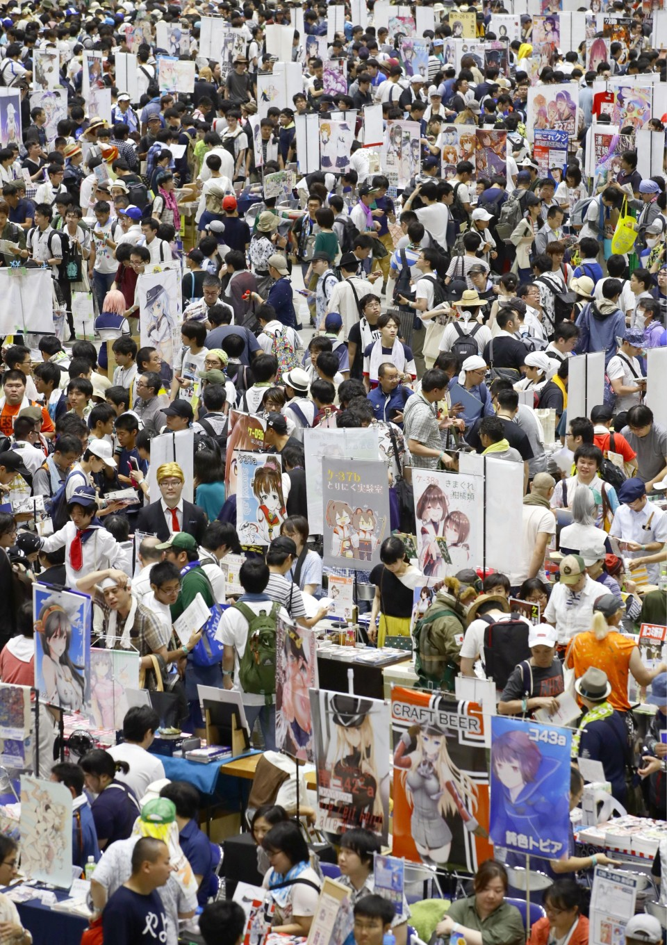 Attendees of Comic Market show support for arson-hit Kyoto Animation photo