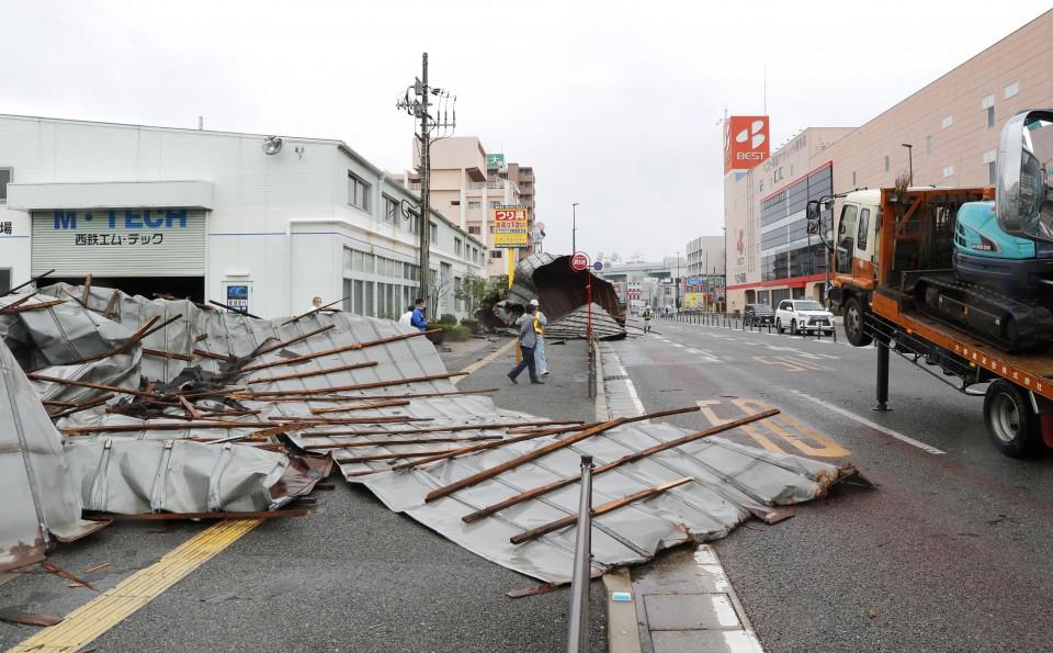 O poderoso tufão Haishen deixa 2 mortos, 4 desaparecidos e mais de 100 feridos no Japão 2