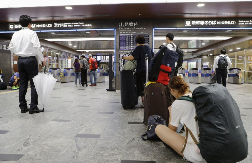 Powerful storm lashes Japan, snarls holiday travel