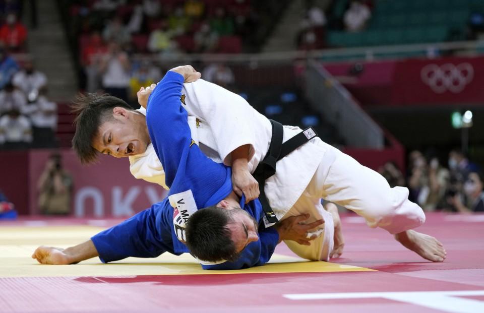 Judoka Abe siblings sweep gold at Tokyo Olympics