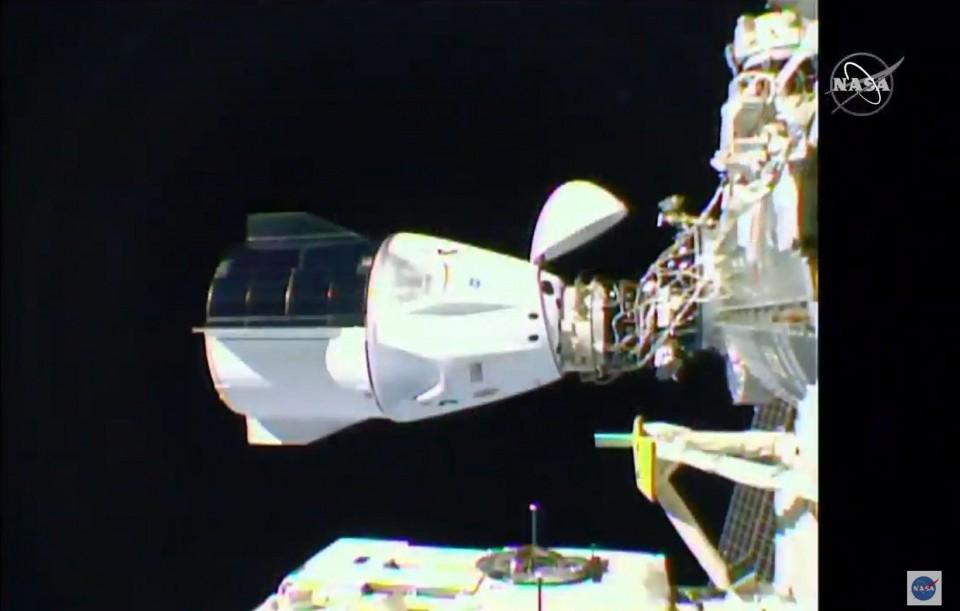 Elon Musk 'Dragon' spacecraft docks with International Space Station — NASA SpaceX SUCCESS