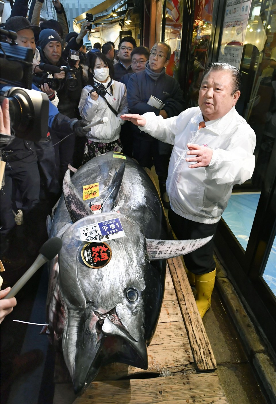 Tuna fetches $1.8 million at New Year auction in Tokyo
