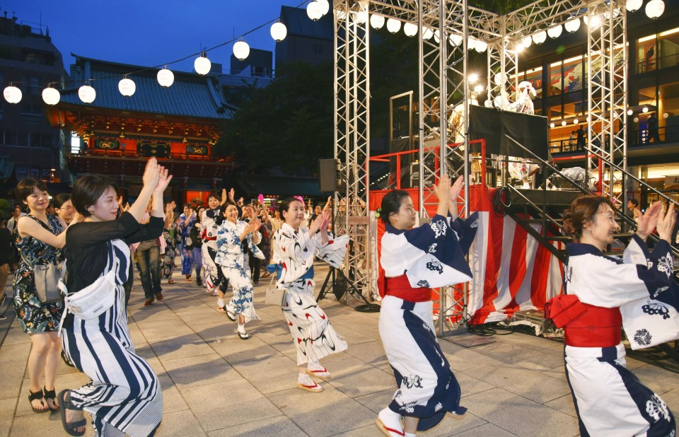 Japanese Bon dance picking up popular tunes as it goes int'l