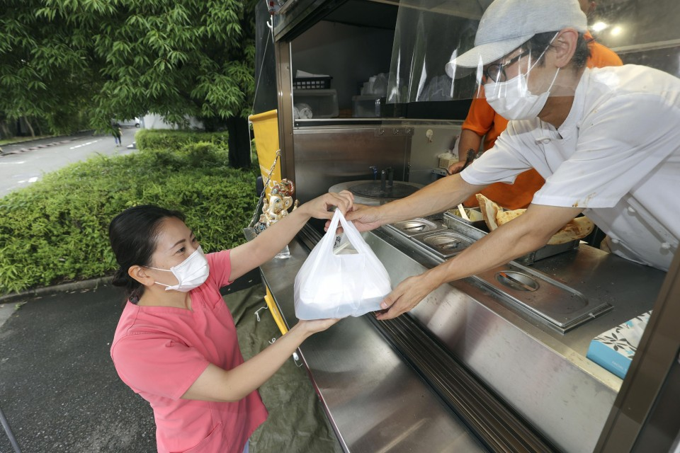 Feature Food Trucks Serving Up Free Hot Meals To Front Line Medical Workers