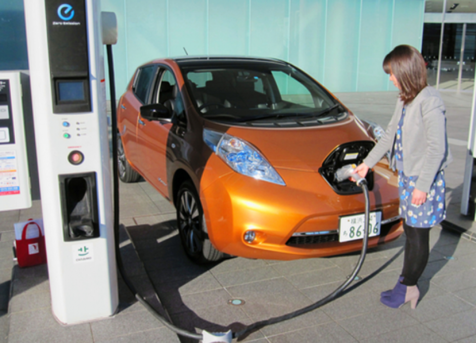 Japanese researcher shows future of EVs with new wireless ...