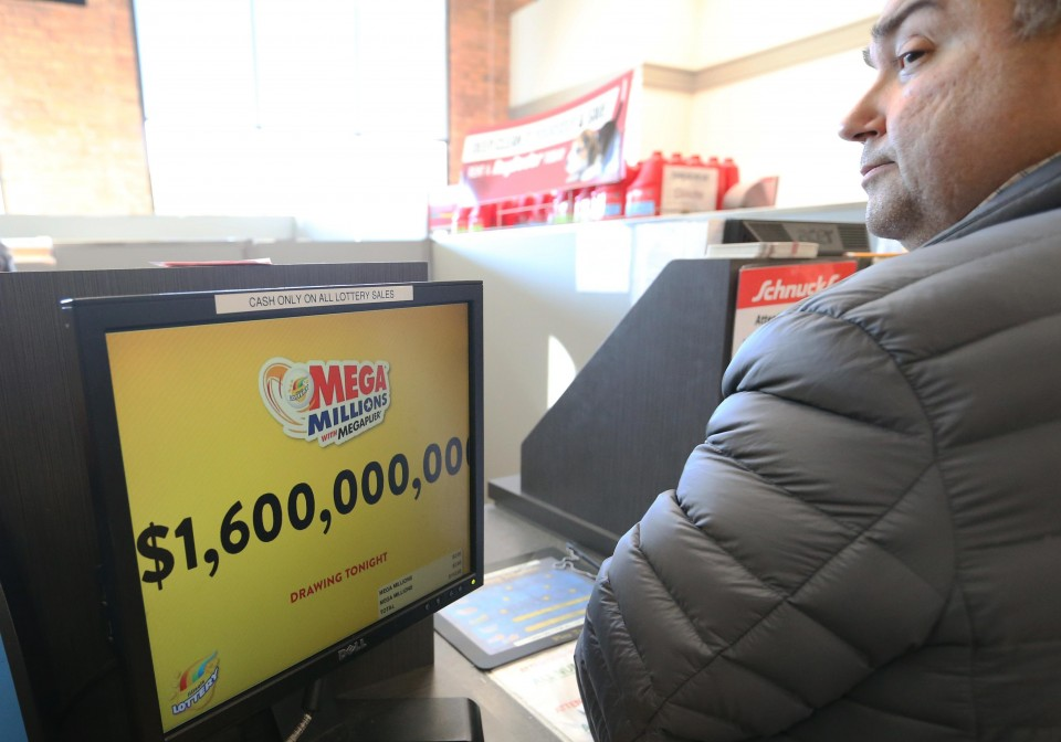 Single ticket hits near-record U S  lotto jackpot of $1 5 bil