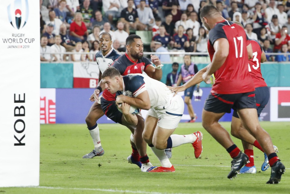 France boost quarterfinal chances with 33-9 win over US