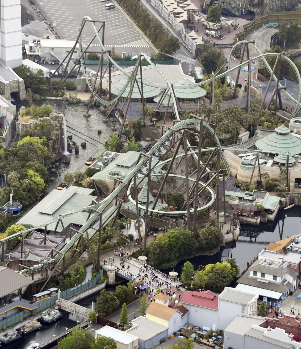 Riders trapped face down after USJ roller coaster stalls