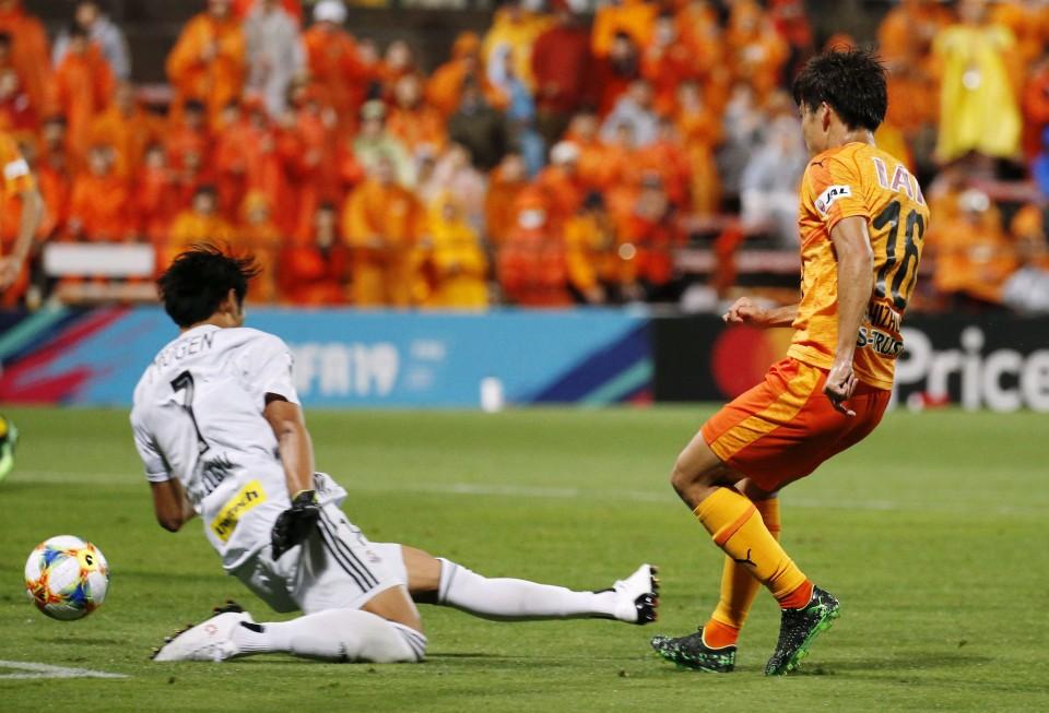 Football S Pulse Beat 10 Man Marinos 3 2 In Thrilling Comeback