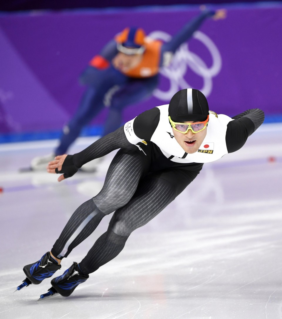 Lorentzen sets new Olympic record to win men's 500m speed skating