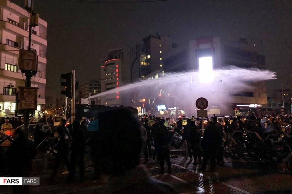 Iranian crisis deepens as protests grow