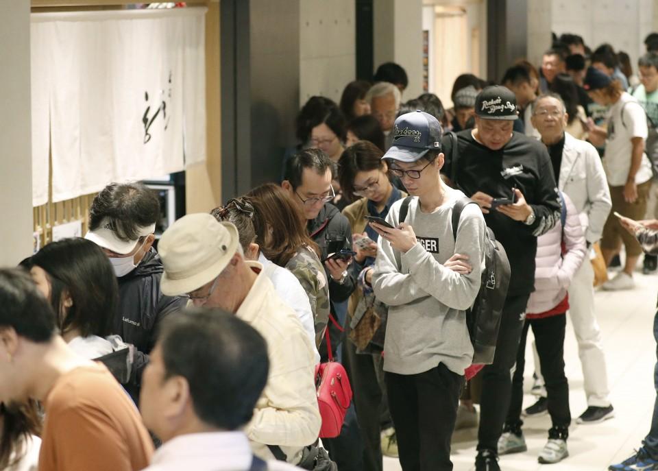 Tokyo's new Toyosu fish market opens doors to public