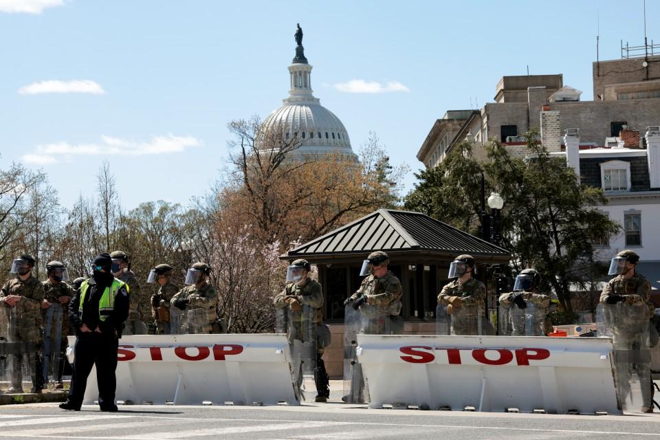 Car rams U.S. Capitol barricade, police officer killed