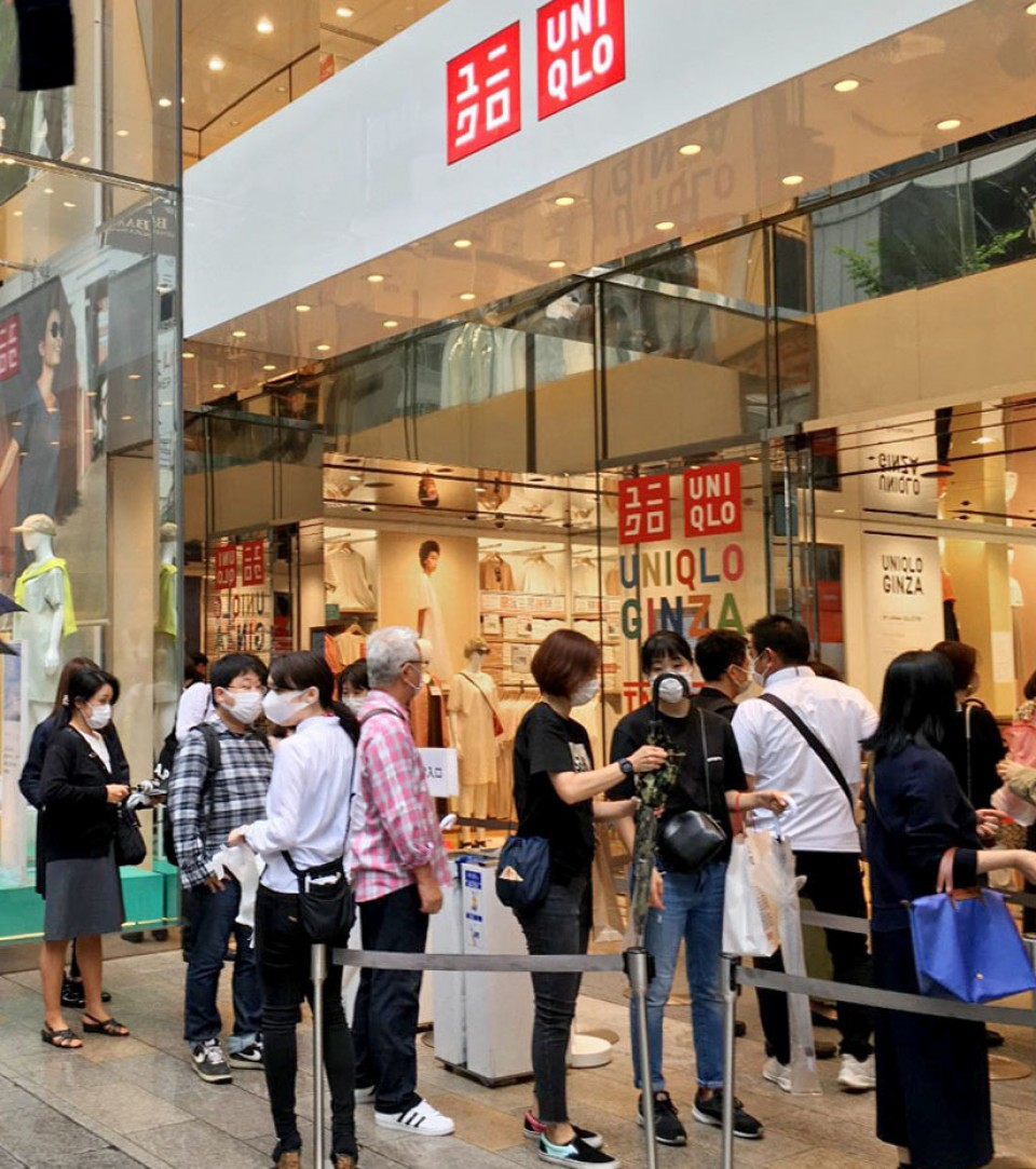 Uniqlo S Fast Drying Face Masks Debut In Japan Long Queue Formed