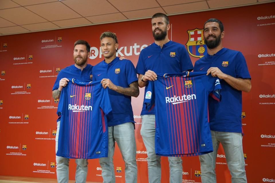 low priced 01342 ae2ef Messi, Pique visit Barcelona shirt sponsor Rakuten in Japan
