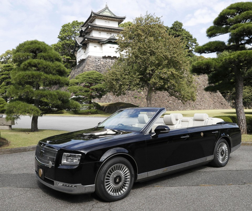 Japan pushes back new emperor's enthronement parade to Nov. 10